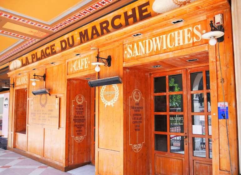 Visiter Monaco à pied et regarder les boutiques