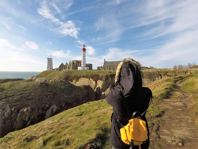 Devant-le-phare-St-Mathieu-en-Bretagne