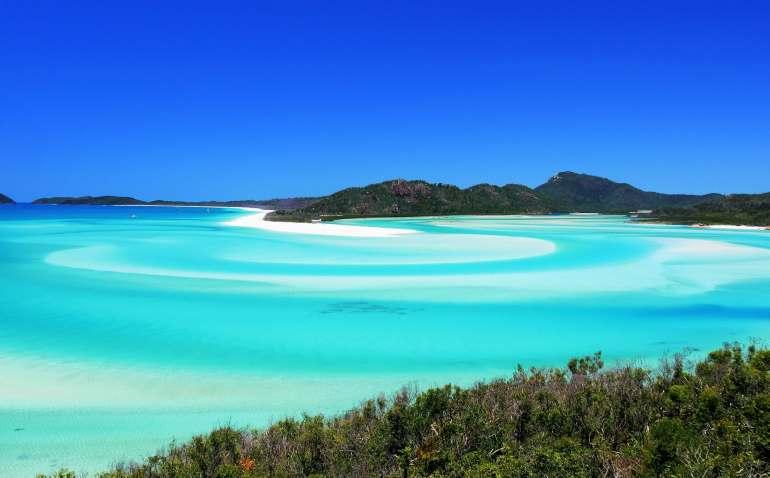 Vue sur la plage Whitehaven et le lagon turquoise dans les Whitsundays
