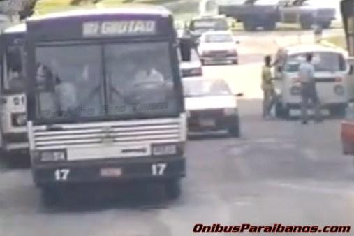 Vídeo mostra ônibus da década de 90 em João Pessoa