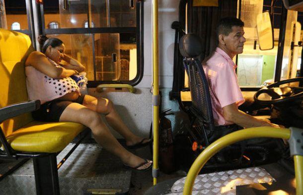 passageiros-conseguem-dormir-durante-trajeto_ACRIMA20150417_0036_18