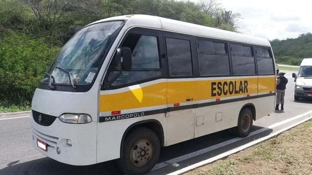 onibus-escolar-transporta-turistas
