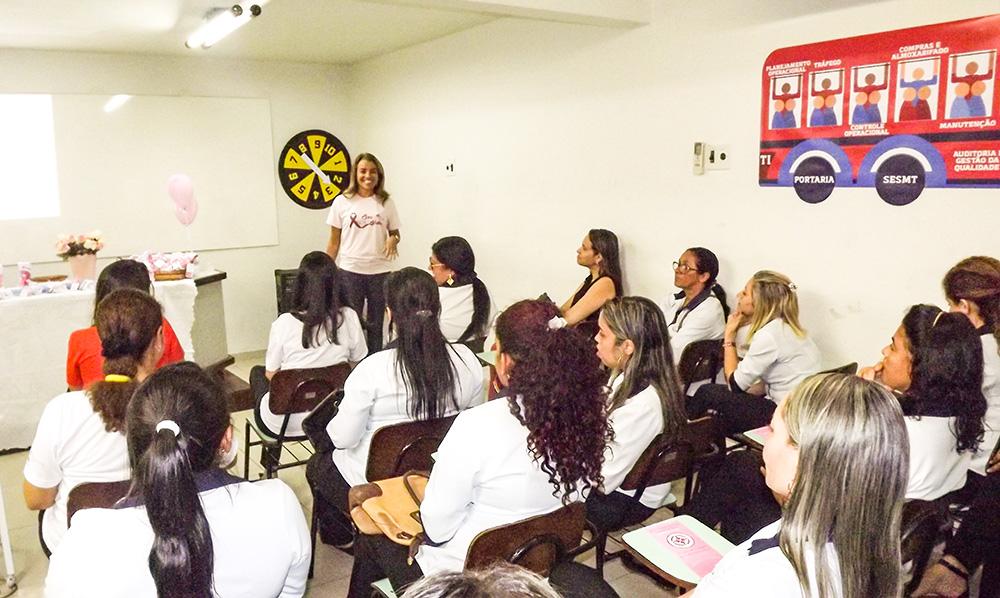 A abertura do Outubro Rosa da Unitrans aconteceu no auditório da empresa, em Água Fria