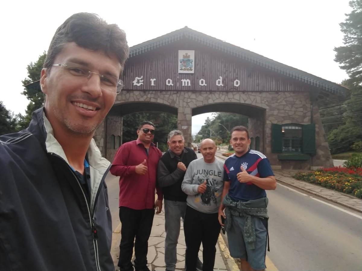 Allisson e os operadores premiados em Gramado