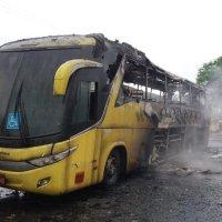 Ônibus da Viação Itapemirim pega fogo em Aparecida