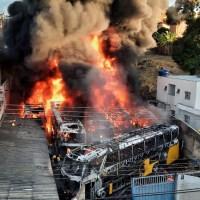 Incêndio atinge garagem e destrói frota de dez ônibus da Severo Turismo em BH
