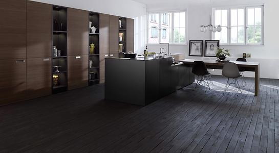 Walnut, like this brushed walnut real wood veneer, gives kitchens a warm and homely touch. The dark color of the wood creates an elegant flair.