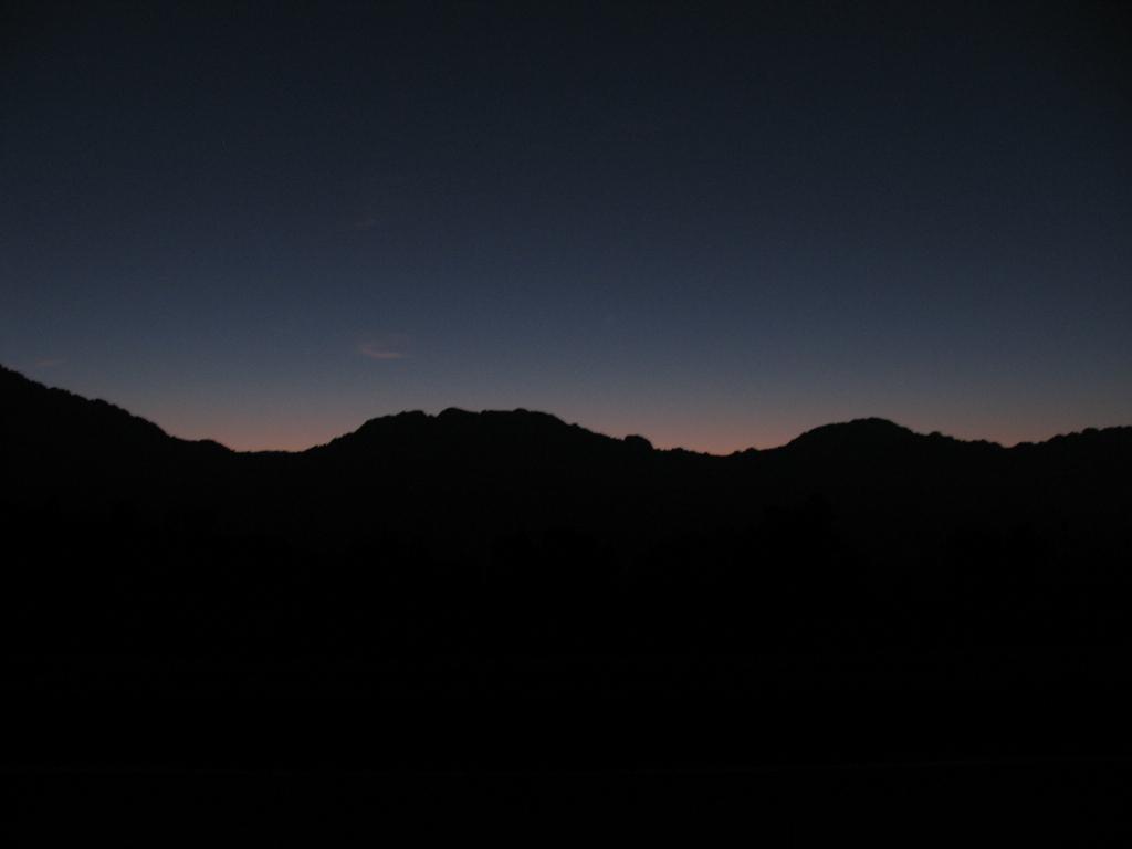 Montañas al amanecer. Duermevela y el sueño.