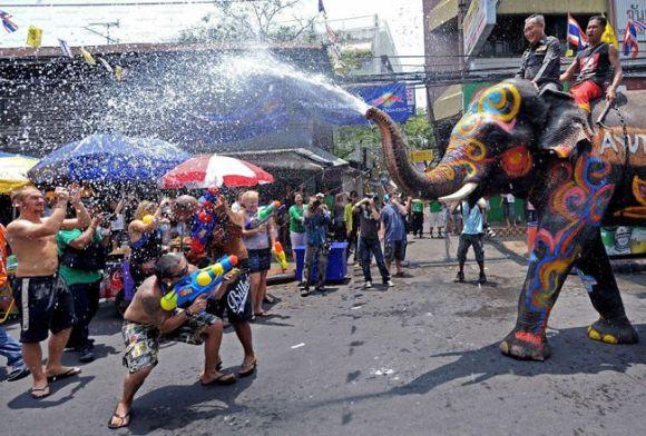 ソンクラーン(水掛祭り) タイ
