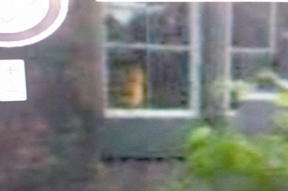 Googleストリートビューで廃墟になった孤児院から子供の霊が現れる!