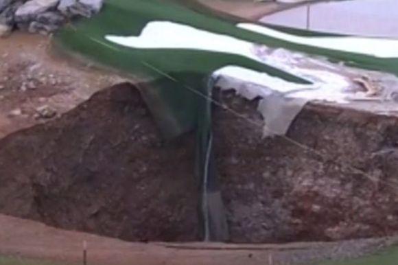 Giant-sinkhole2