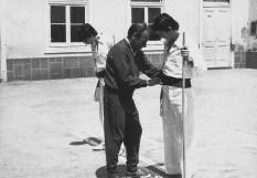 Jogo do pau no Ateneu Comercial de Lisboa em 1974, Pedro Lucas e José Santos - Entrega da faixa verde por mestre Pedro Ferreira.