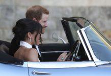 Принца Гарри и Меган Маркл на свадьбе катаются в Jaguar