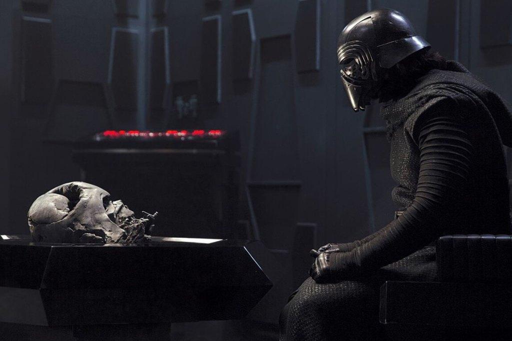 Кадры «Звездные войны: Эпизод IX» показывают возрождение шлема Дарта Вейдера