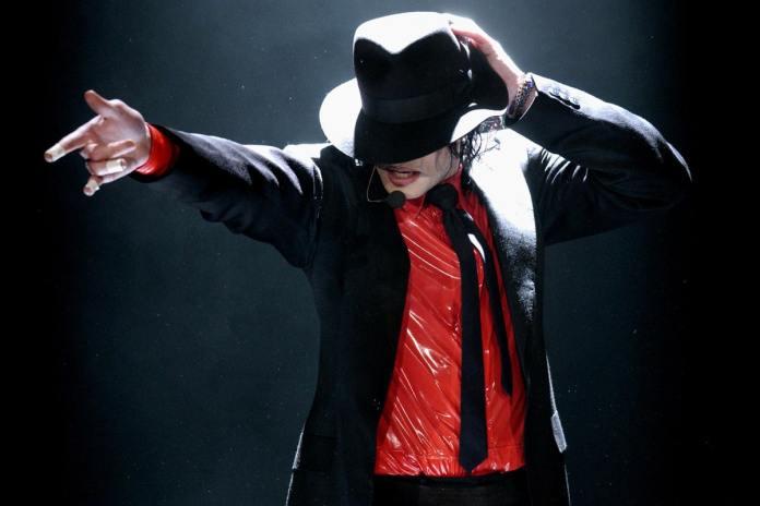 Музыку Майкла Джексона убирают с эфира радиостанций