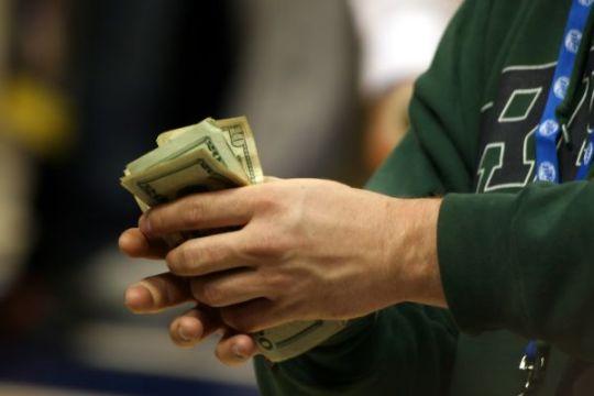 Peníze půjčky hned, kde je hledat?