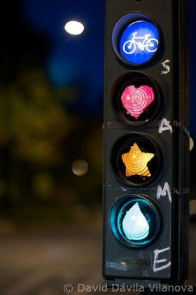 Traffic light with images