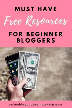 """Hand holding cash and smart phone with the text """"free resources for beginner bloggers"""""""