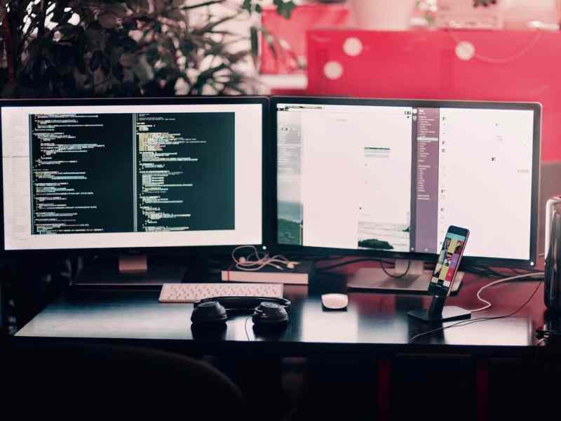 WHAT IS THE DIFFERENCE BETWEEN FRONT-END AND BACK-END DEVELOPMENT