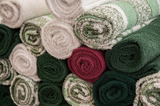 Rolled up towels.