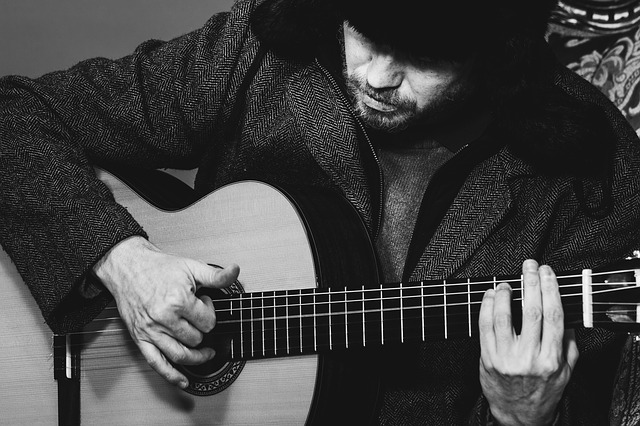 e836b30a2ef2093ed1584d05fb1d4390e277e2c818b412459cf3c87aa4ef 640 - Learn What Playing The Guitar Is All About