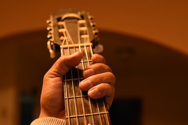 ea34b8082af4003ed1584d05fb1d4390e277e2c818b4154294f6c97aa6e4 640 - What You Should Know About Learning The Guitar