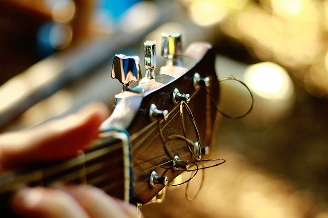 dont be afraid to learn to play guitar 2 - Don't Be Afraid To Learn To Play Guitar!