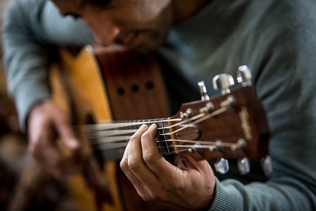 try these tips for learning guitar the easy way - Try These Tips For Learning Guitar The Easy Way!