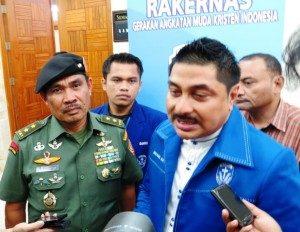 Dari Kanan: Ketum DPP GAMKI Michael Wattimena, Ketua Panitia Togar Napitu dan Asisten Teritorial Panglima TNI Mayjen NG Sugiartha