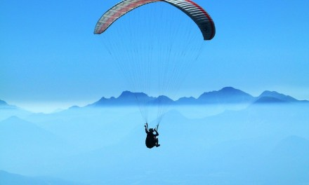 Paragliding competition in Ly Son for the first time