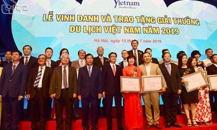 Honoring winners of Viet Nam Tourism Awards 2019