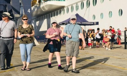 Viet Nam welcomes 7,000 foreign tourists on cruises