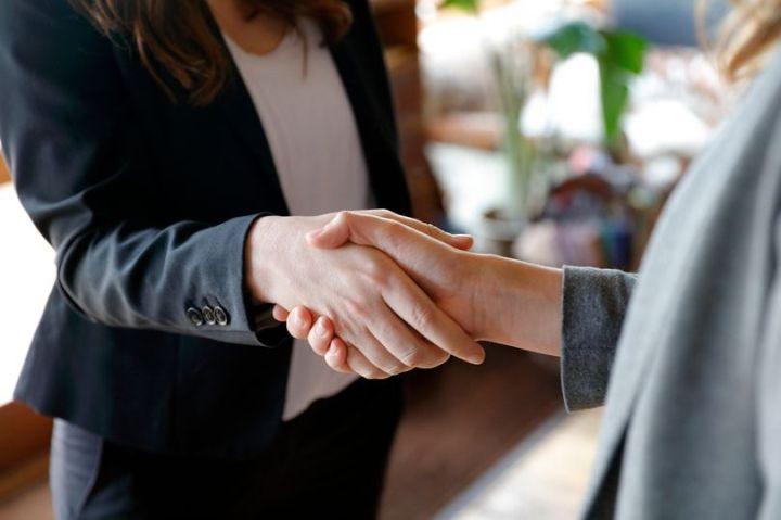 1_Two-business-women-shaking-hands.jpg