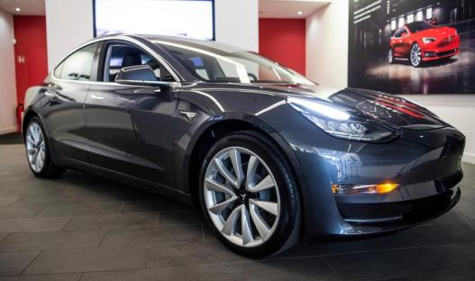 Tesla presents Model 3 in Europe