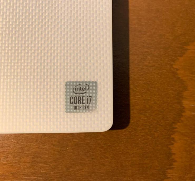 Dell XPS 13 arctic white palmrest.