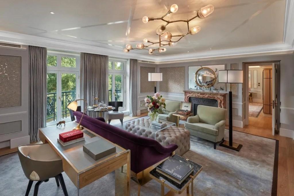 Mandarin Oriental Hyde Park, London - 5-star Luxury hotel near Hyde Park, central London with balcony