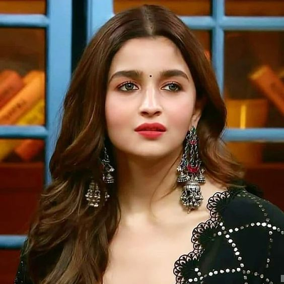 You are currently viewing Alia Bhatt (Indian Actress) Biography, Age, Instagram, Photos, Birthday, Wiki