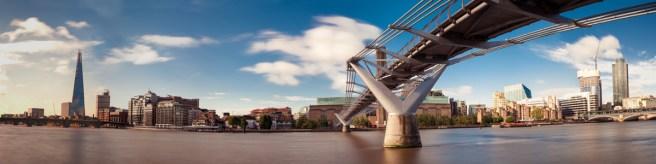 Millennium Bridge mit The Shard (links)
