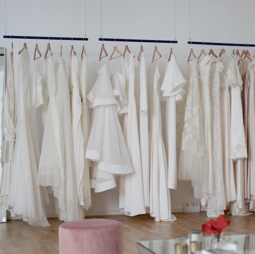 Choosing a wedding dress that suits your style and budget