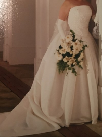 Wedding Dress with gloves for sale
