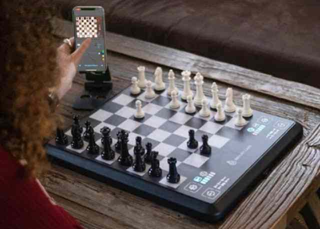 ChessUp artificial intelligence (AI)-powered game system