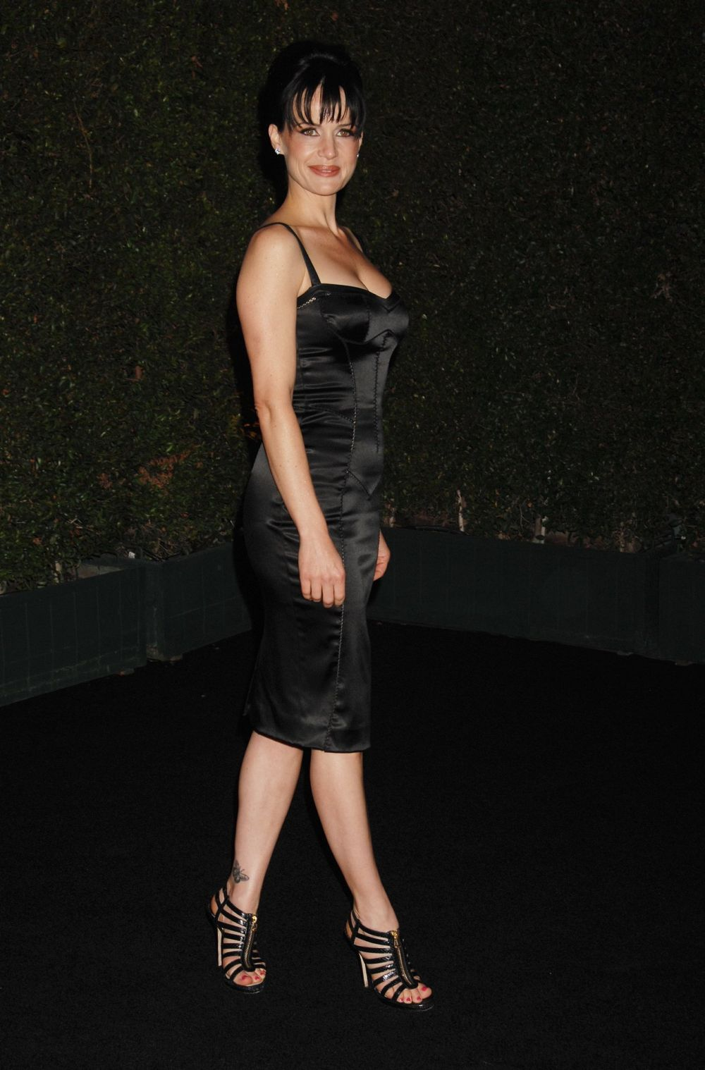 carla_gugino-louis_xiii_black_pearls_book_party-001