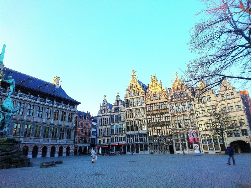 grande place anvers - only laurie