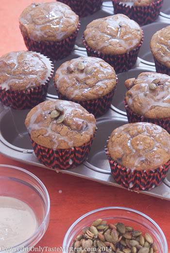 Try these Pumpkin Spice Muffins with Maple Glaze for a delicious fall #treat! #glutenfreebaking #nomnom #muffin