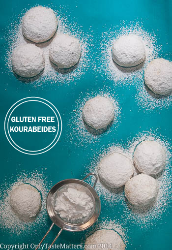 #Glutenfree Kourabiedes. Celebrate #Christmas with these traditional Greek #Cookies! #glutenfreebaking
