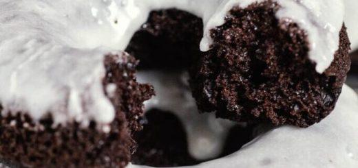 Шоколадные пончики с глазурью