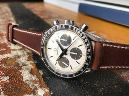 universal-geneve-the-brown-compax-nina-rindt-nat-2