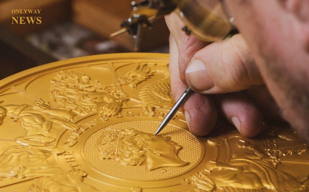 Королевский монетный двор представил золотую монету 10 кг. Royal Mint sells 10kg gold coin its largest ever