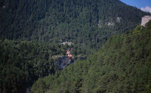 Activités à faire en montagne : la tyrolienne