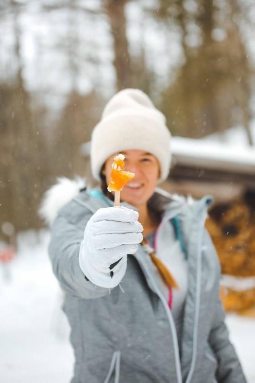 Le tire d'érable au Québec en hiver